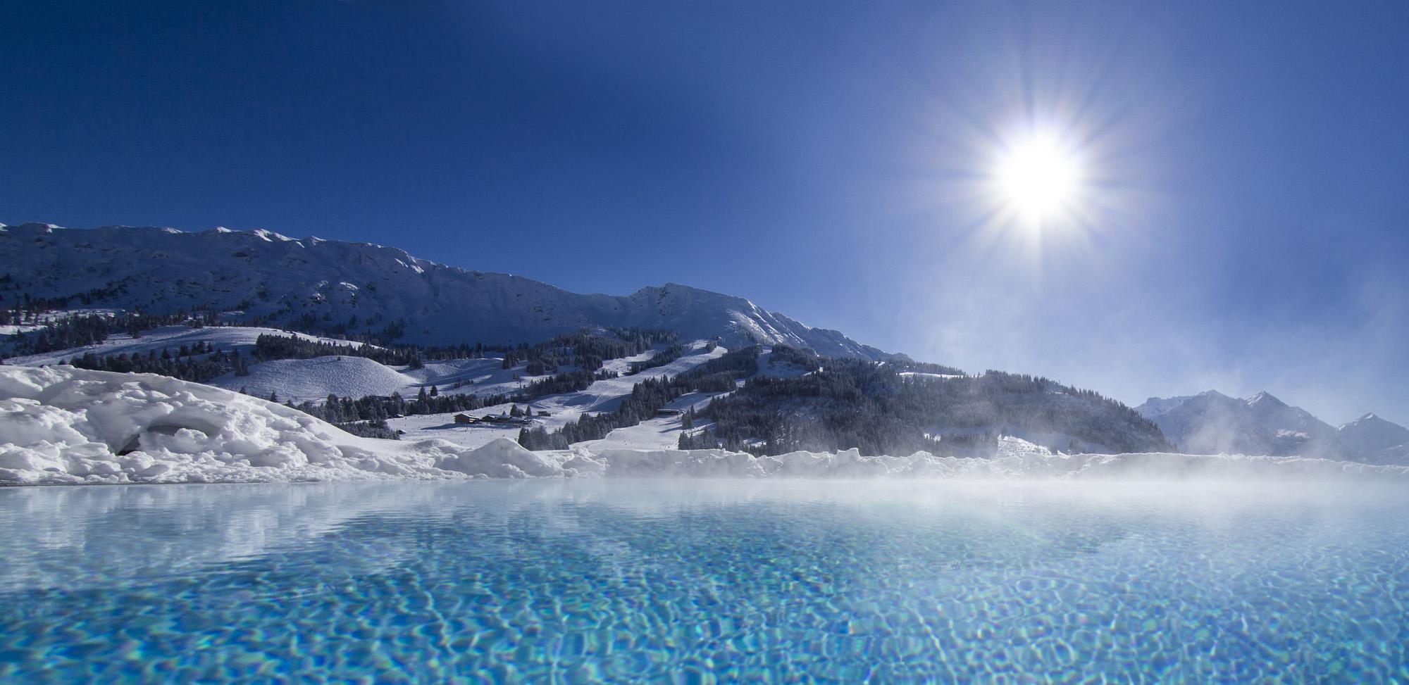 Veltmann Rinnenbecken in eisblau im Schnee