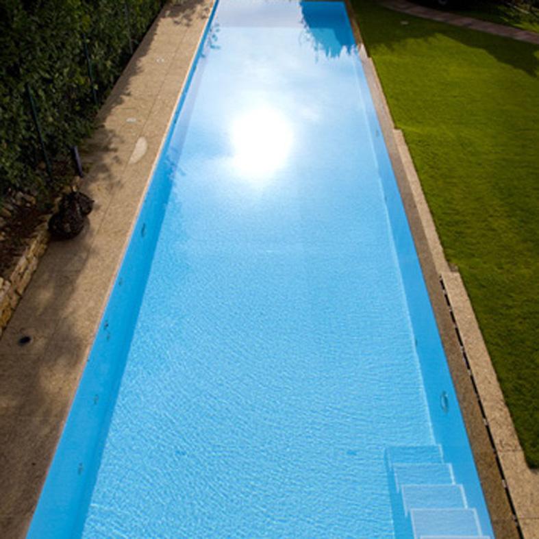 Custom Schwimmbecken genauso in eisblau