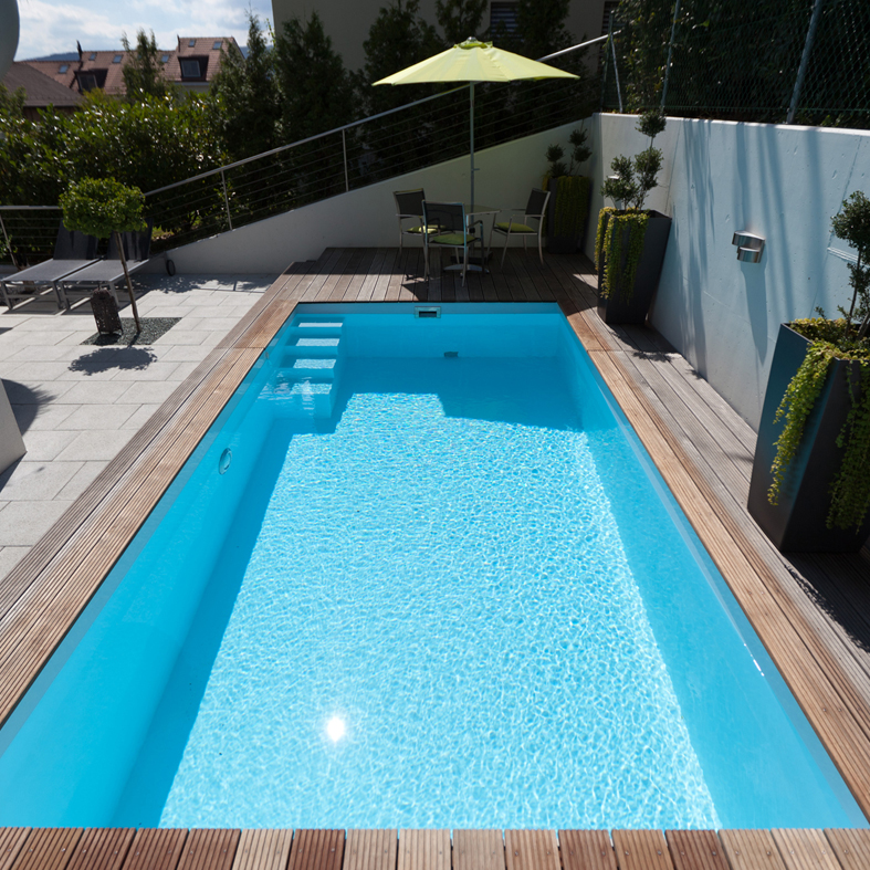 System Schwimmbecken dort in eisblau