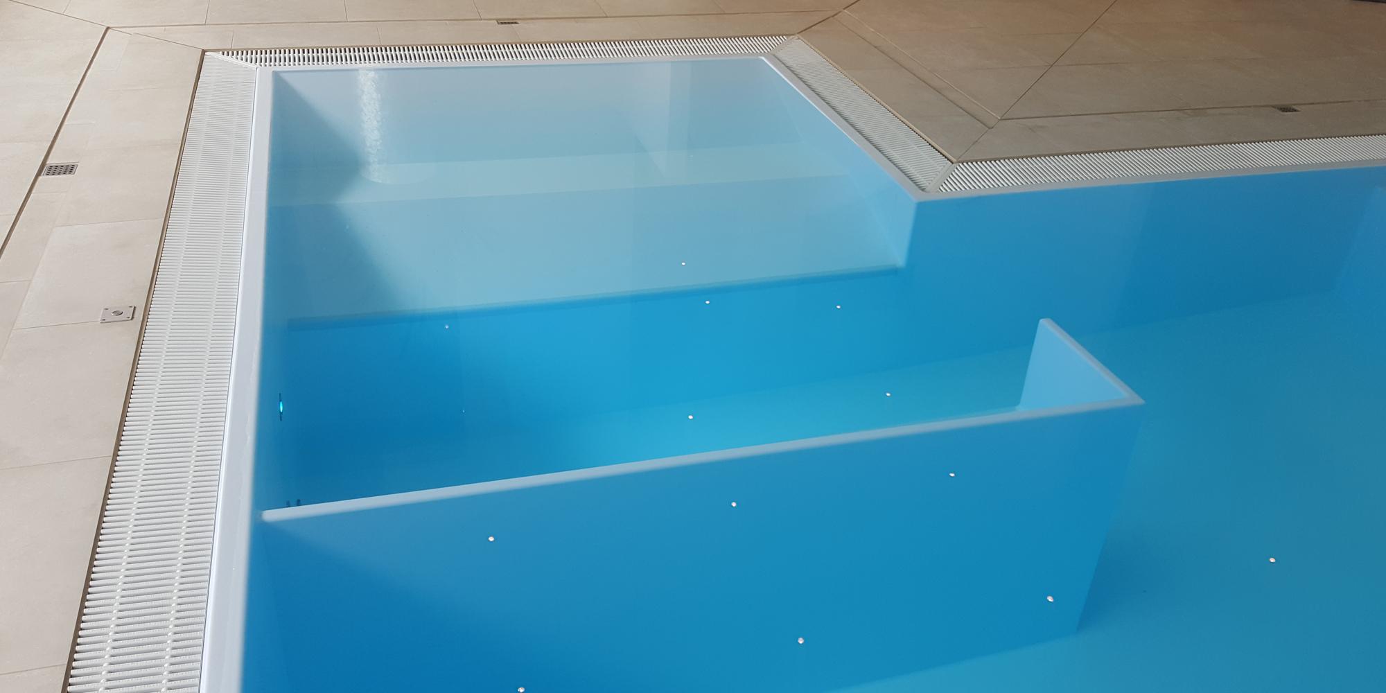 Sprudelliege und Sprudelbank im maßgerfertigtem Schwimmbecken