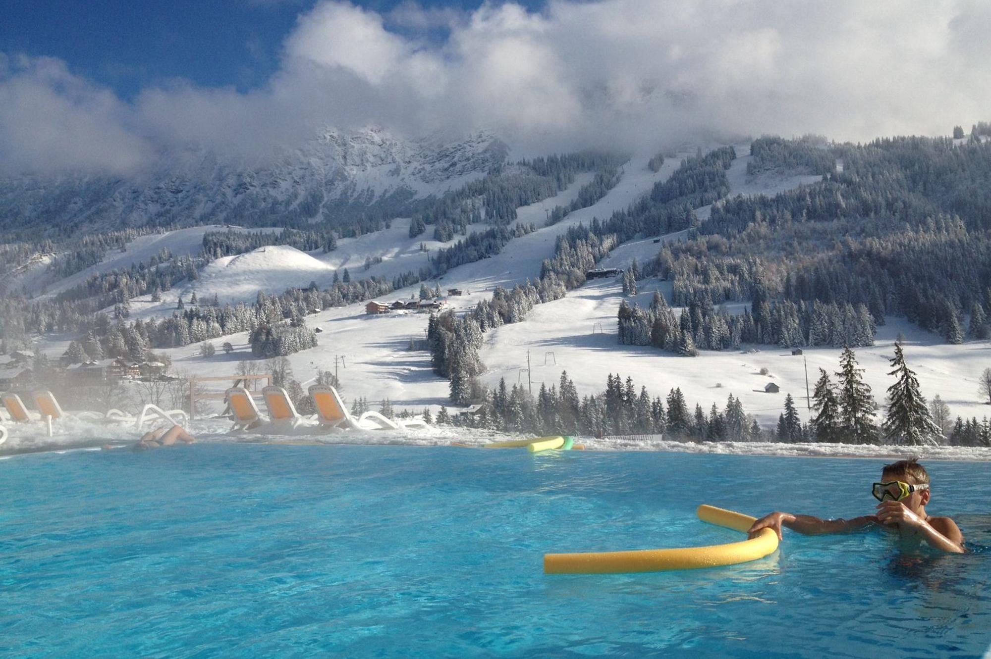 Schwimmbecken im Schnee