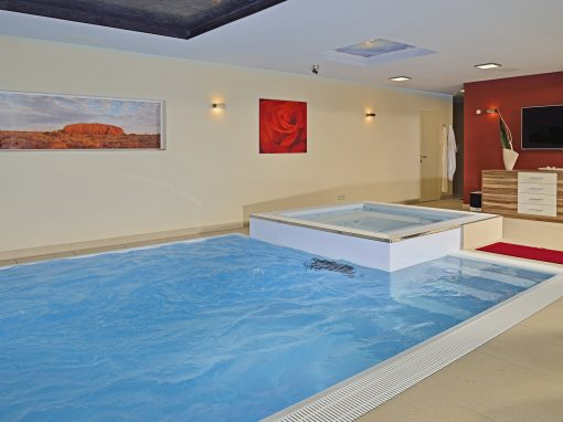 mit Whirlpool und großer Gegenschwimmanlage (1000 m³/h)