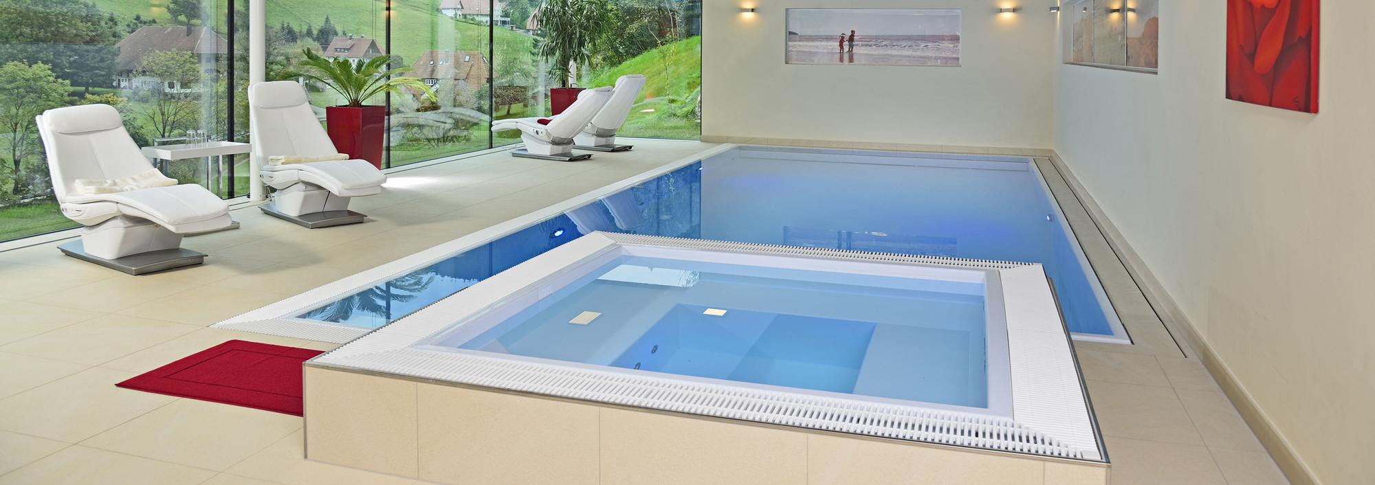 Hierzu unser Custom Fertigschwimmbecken in eisblau