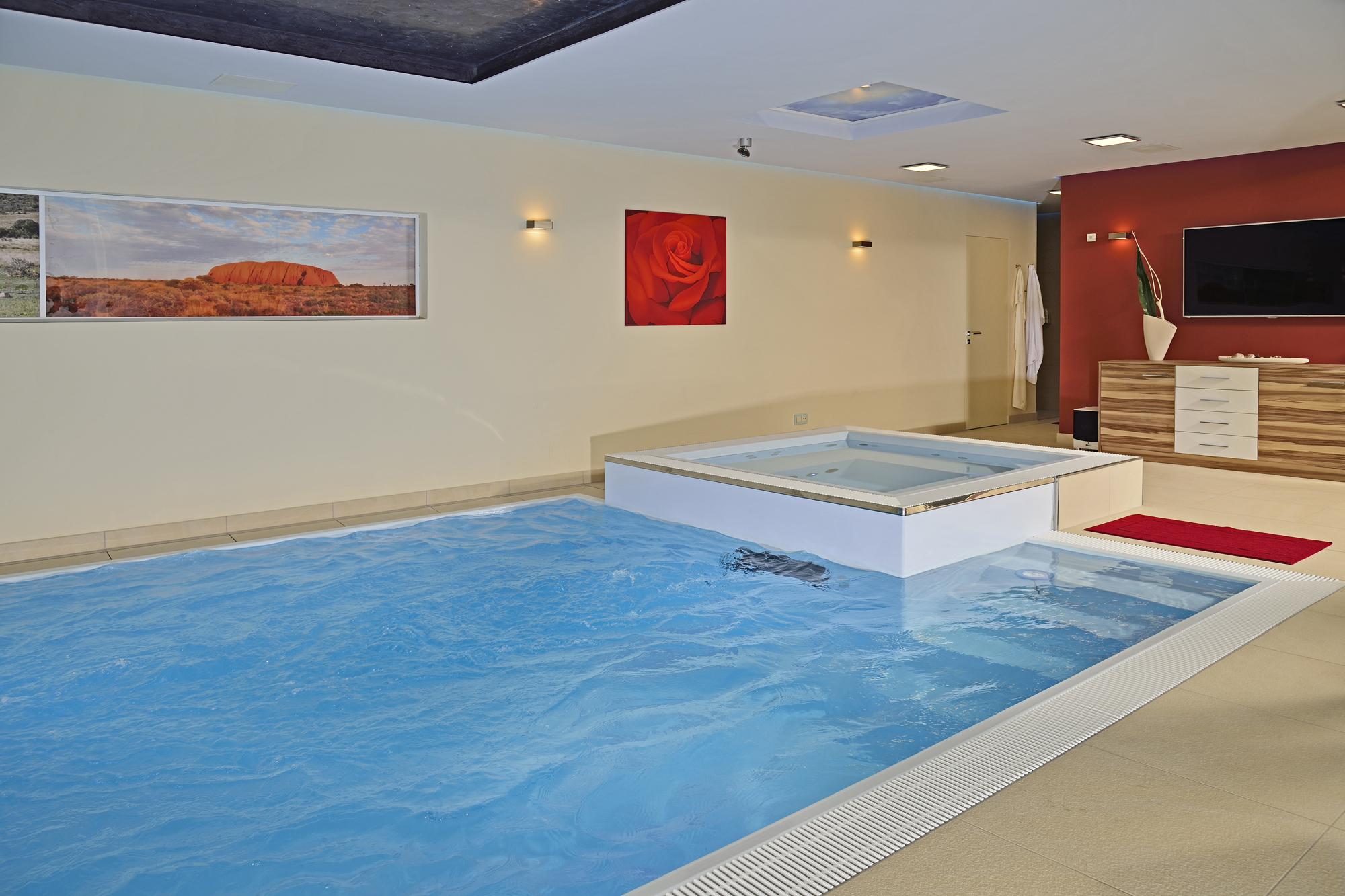 Custom Schwimmbecken mit Swimstreamanlage und Ansaugkanla unter dem Schwimmbecken