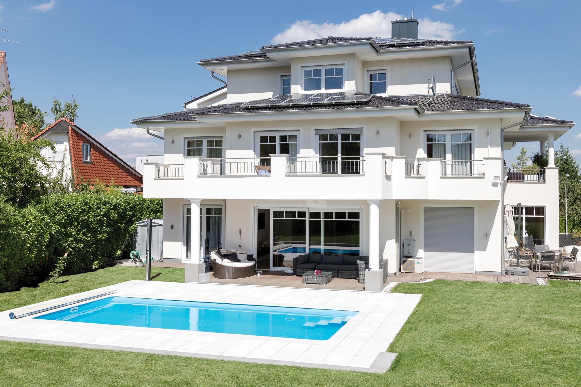 Das Schwimmbecken Gartenbad ist zudem auch in dem klassischem hellblau erhältlich