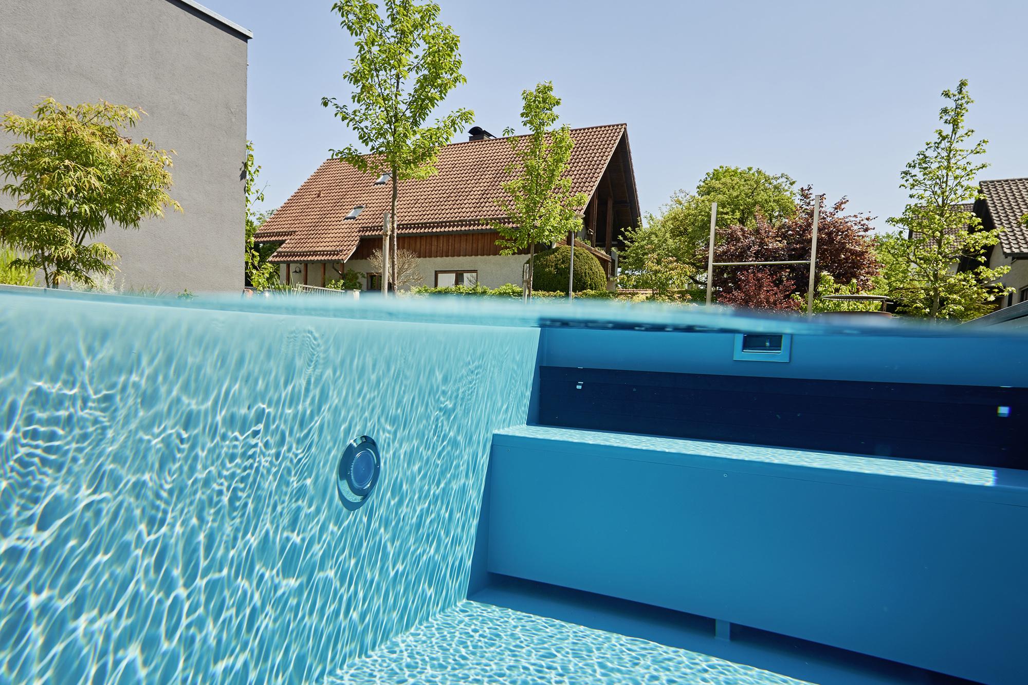 Des Weiteren erwärmt die Solarabdeckung das Schwimmbadwasser