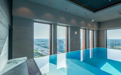 Endloser Badespaß mit Aussicht – Infinity Pool über Utrecht
