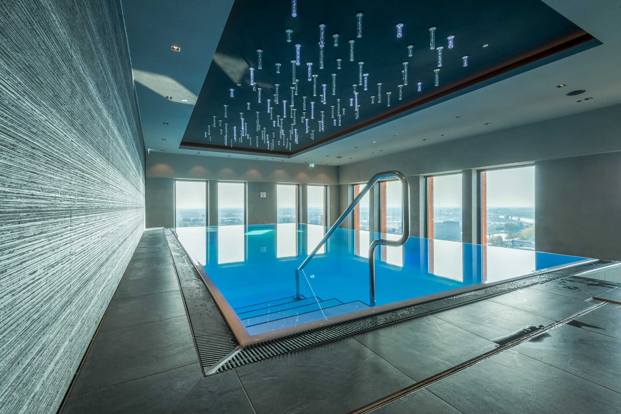 freistehendes custom Schwimmbecken by Veltmann Pools