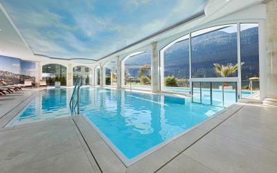 Innen- und Außenschwimmbad