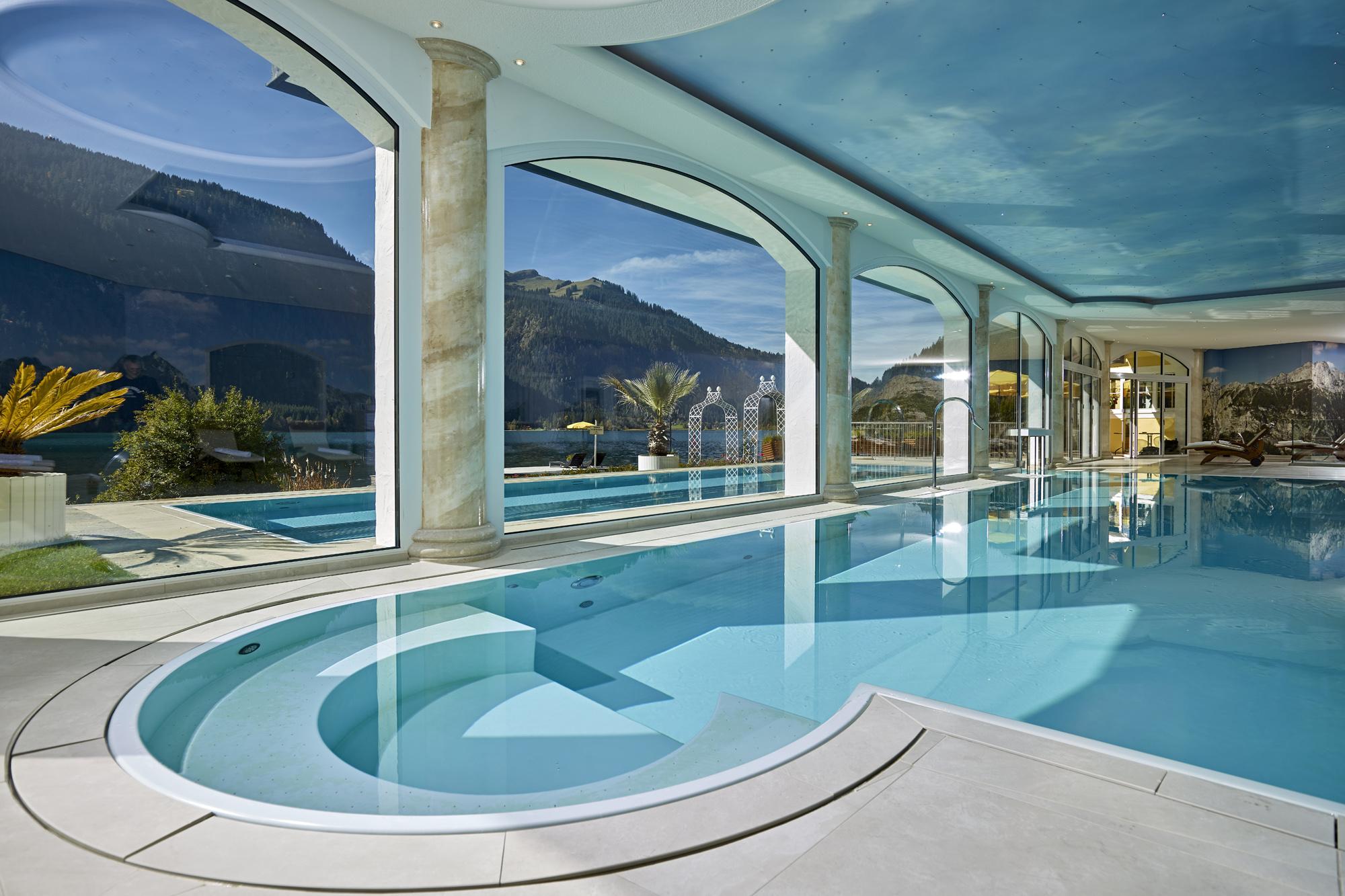 Innen- und Außenschwimmbad - Veltmann Fertigschwimmbecken