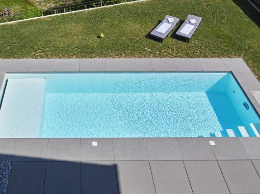Gartenbad 756 mit Liegebank als Rolloschacht, Gesamtlänge 9,17 m