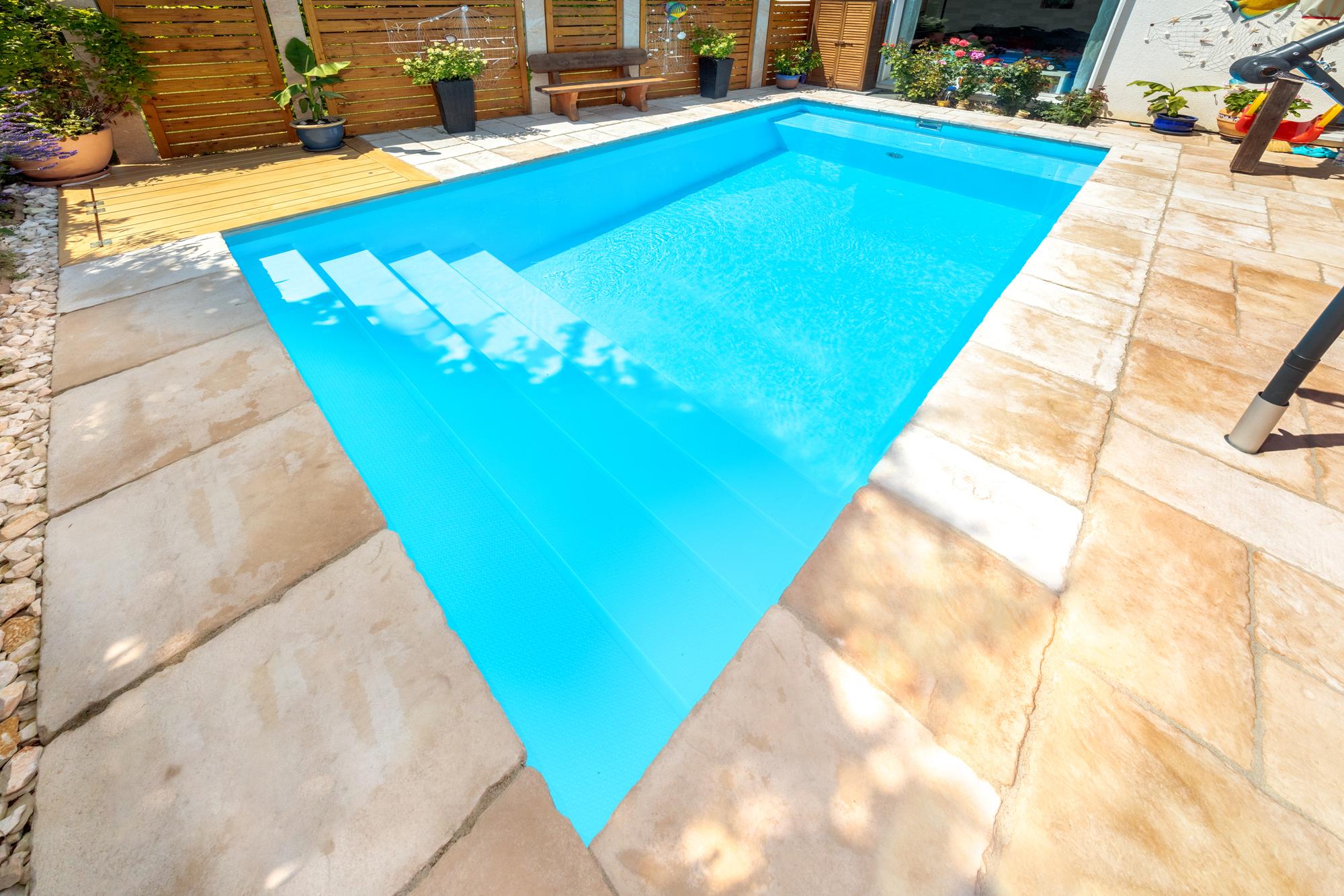 Schwimmbadtreppe Malage zudem im Gartenbad 556 mit Rollobank