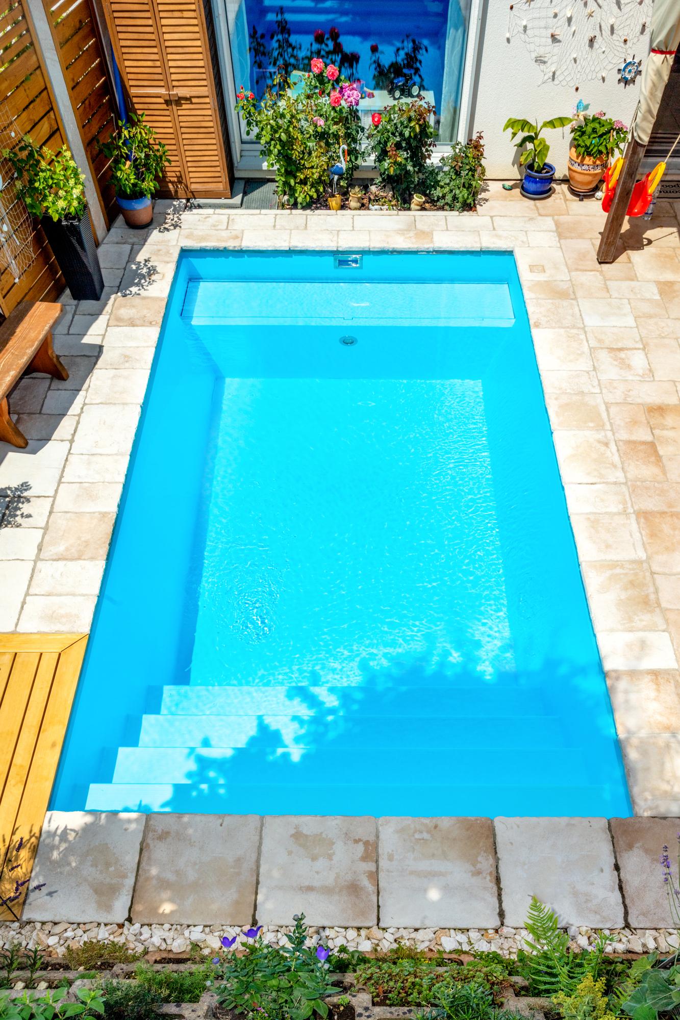 Ebenfalls die Schwimmbadtreppe Malaga im Gartenbad von Veltmann pools