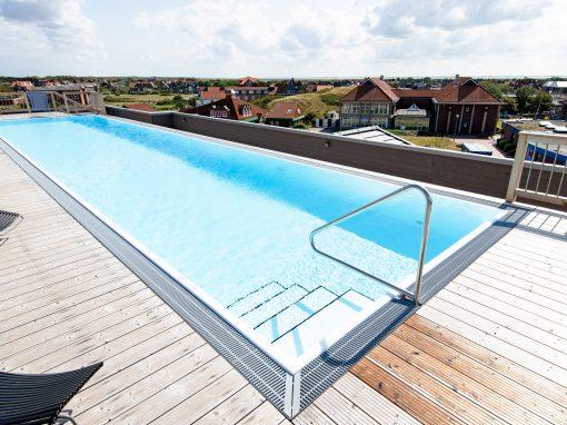 freistehender Rooftop-Pool
