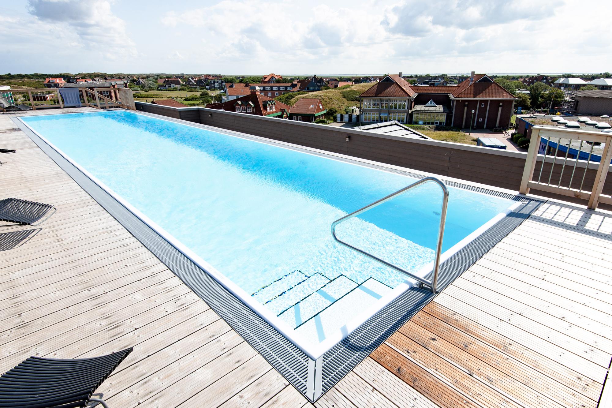 Rooftop-Pool zudem freistehend