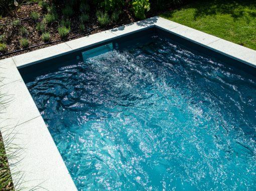 Schwimmbecken in eisengrau mit Swimstream