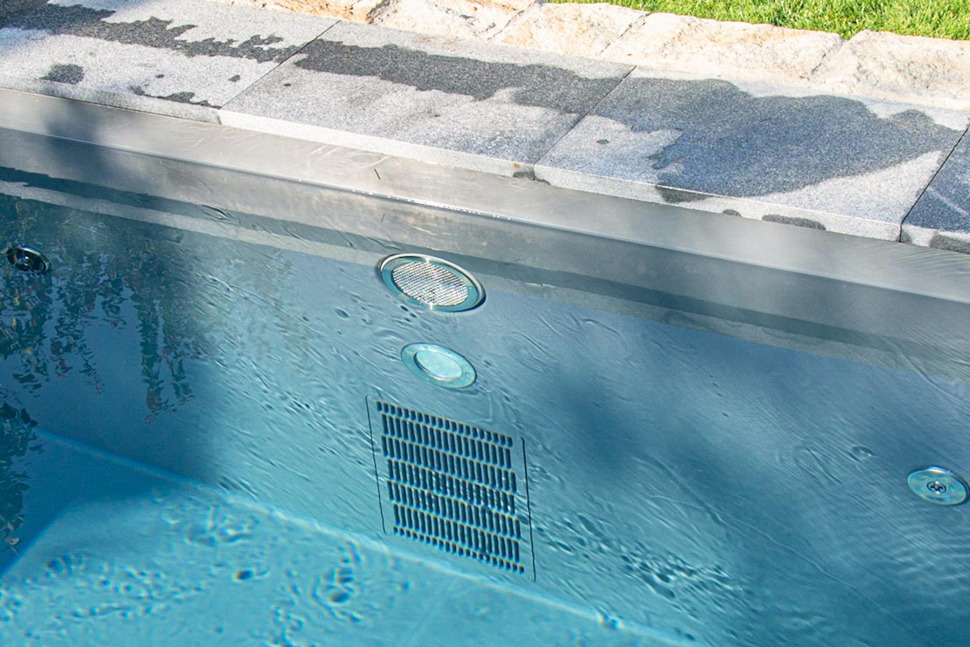 Veltmann BGA 160 Gegenschwimmanlage im eisengrauen Gartenbad